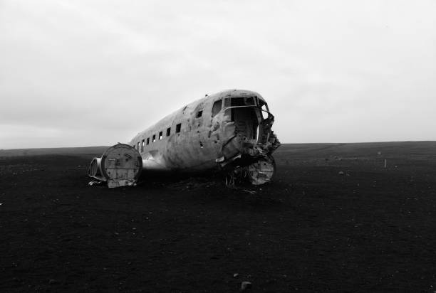 Famous Plane Crash in Iceland, Sólheimasandur Beach, Iceland. In 1973 a United States Navy DC plane ran out of fuel and crashed on the beach at Sólheimasandur, in the South Coast of Iceland. Everyone in that plane survived. sólheimasandur stock pictures, royalty-free photos & images