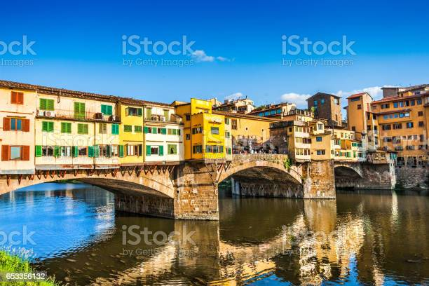 Famous ponte vecchio with river arno at sunset in florence italy picture id653356132?b=1&k=6&m=653356132&s=612x612&h=mjvui2h 2lklja8veksdcuixml2nqliefermlfrw1ve=