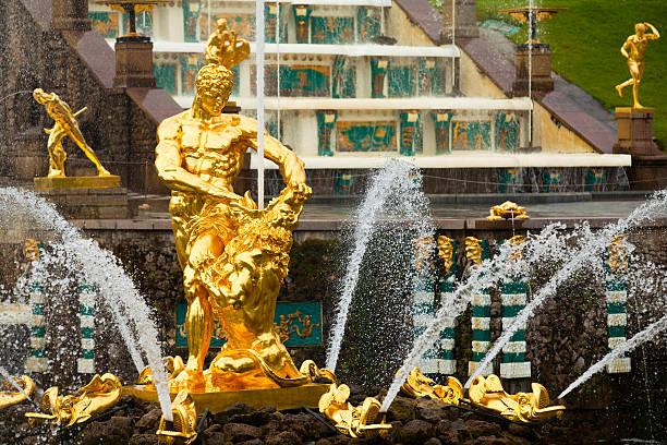 famous samson and the lion fountain in peterhof grand cascade - peterhof stockfoto's en -beelden