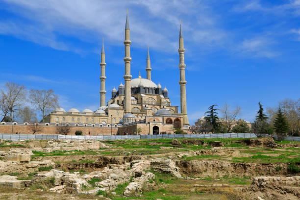 berühmte selimiye moschee in edirne - selimiye moschee stock-fotos und bilder