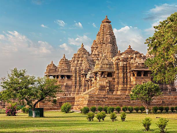 famous temples of khajuraho - tapınak stok fotoğraflar ve resimler