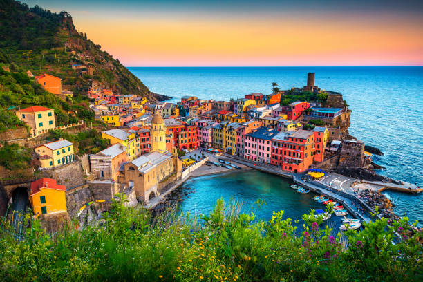 Famous touristic town of Liguria with beaches and colorful houses Majestic touristic village on the hill with colorful mediterranean buildings. Fantastic travel and photography place at sunset, Vernazza, Cinque Terre National Park, Liguria, Italy, Europe mediterranean sea stock pictures, royalty-free photos & images