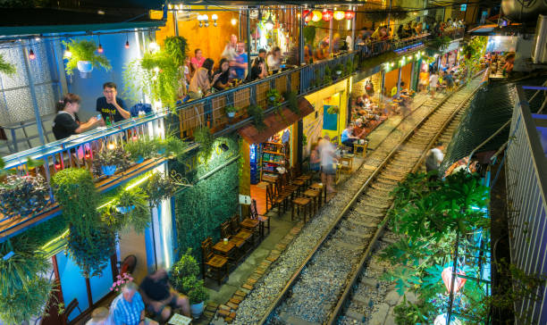 Berühmte Train Street beliebtes Touristenziel in Hanoi – Foto