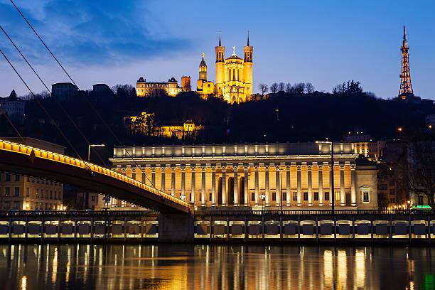 Célèbre vue sur la Rivière Saône à Lyon par nuit - Photo