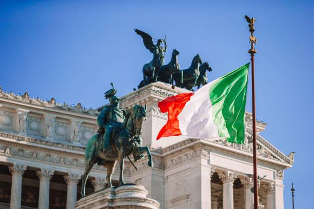 Berühmter Vittoriano mit gigantischer Reiterstatue von König Vittorio Emanuele II. in Rom – Foto