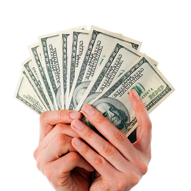 Открытка в руке деньги