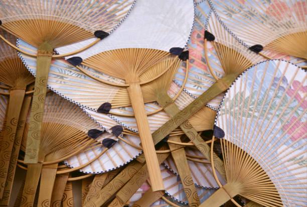 fan - japanischer fächer stock-fotos und bilder