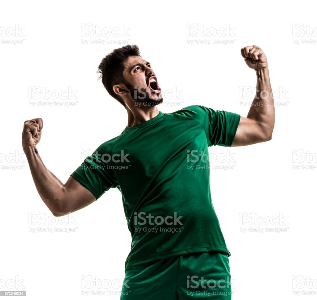 Ventilador / jugador del deporte en uniforme verde celebrando sobre fondo blanco - foto de stock