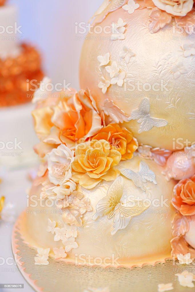 Lust Auf Leckeres Weiss Und Gelb Hochzeitstorte Stock Fotografie Und