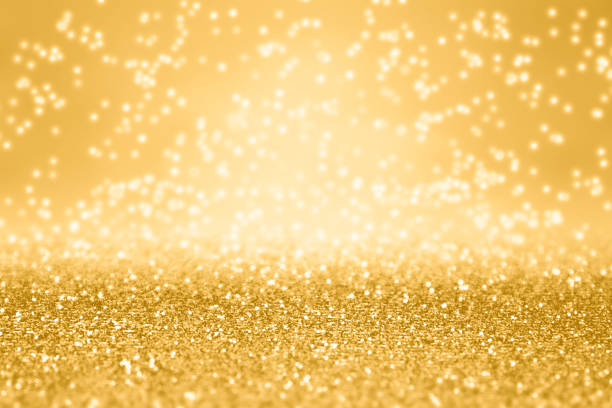 phantasie gold-glitter funkeln hintergrund für geburtstag, weihnachten oder geburtstag - einladungskarten 50. geburtstag stock-fotos und bilder
