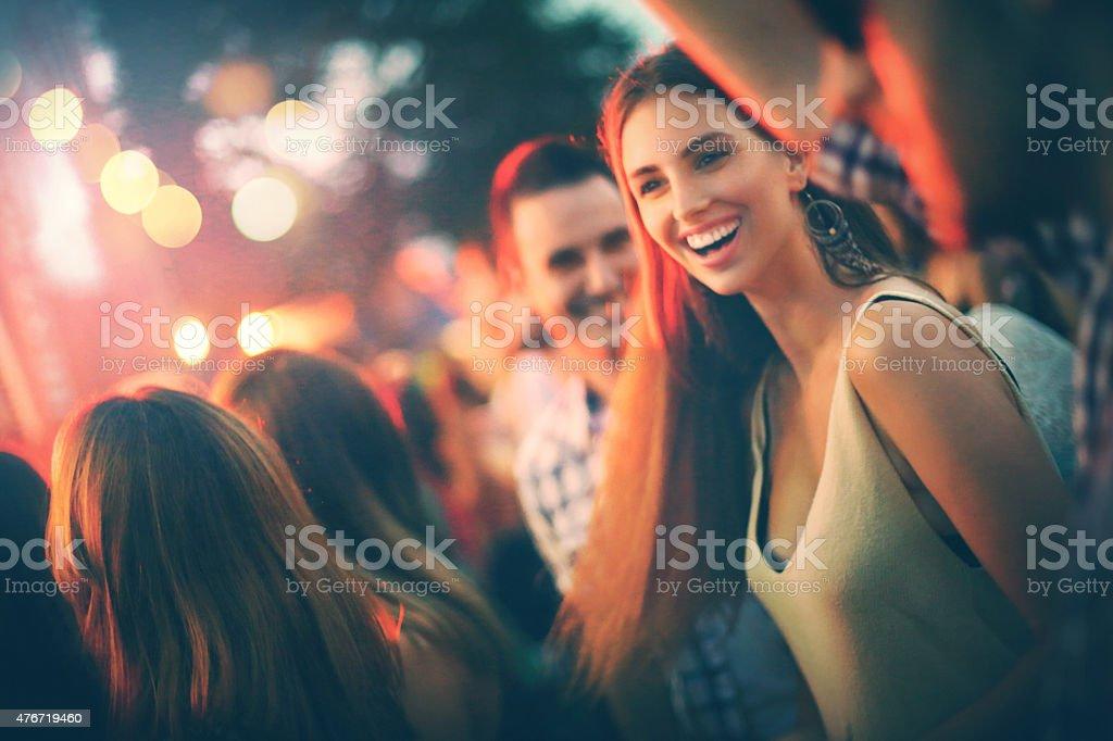 Fans beim Konzert. – Foto