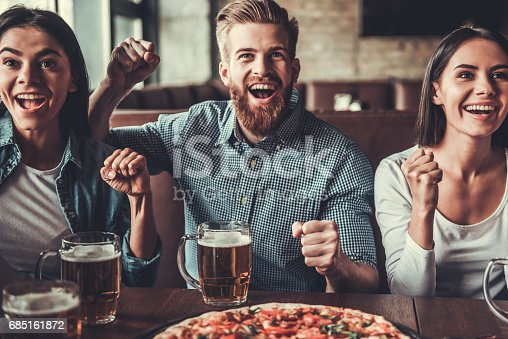 istock Fans at pub 685161872