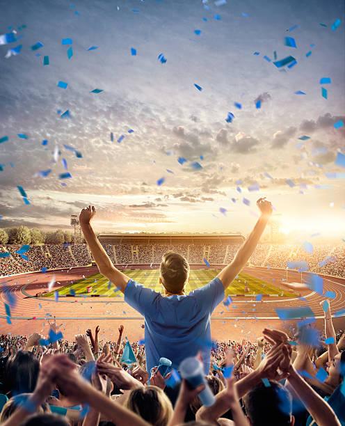 Fãs no estádio olímpico com trilhas de corrida - foto de acervo