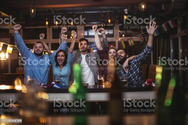 Fans at the bar celebrating together picture id1125049268?b=1&k=6&m=1125049268&s=612x612&h=k3gugtpshhxvcejlxmgneaq uuyfe1qm0l ahmowdts=