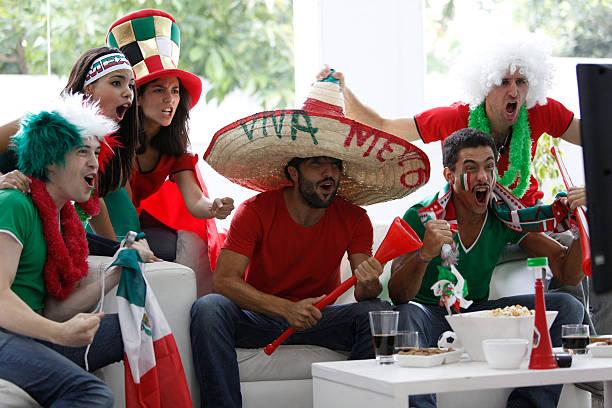 fans von mexiko - mexikanische möbel stock-fotos und bilder