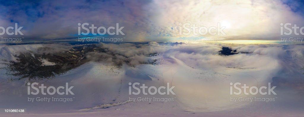 Panorama de invierno noche fantástica de 360 grados. - foto de stock