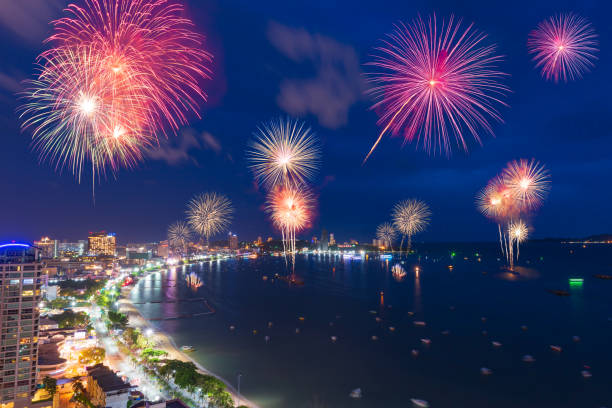 fantastic and colorful fireworks over the sea and city with blue twilight sky background and city view in new year celebration night at pattaya, chon buri, thailand. - happy 4th of july zdjęcia i obrazy z banku zdjęć