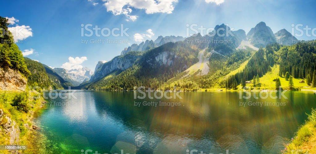환상적인 푸른 고산 호수 Vorderer Gosausee입니다. 위 오스트리아에서 Gosau 골짜기입니다. - 로열티 프리 0명 스톡 사진