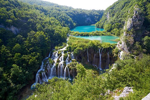 fantastischen blick auf den nationalpark plitvicer seen.   kroatien helle - nationalpark plitvicer seen stock-fotos und bilder