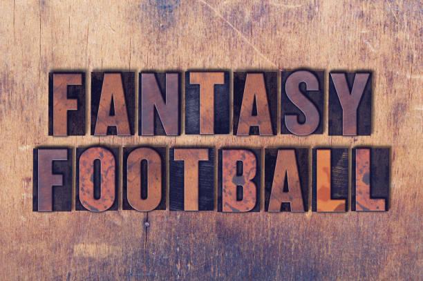 Fantasy Fútbol tema tipografía palabra sobre fondo de madera - foto de stock b13e499b2c9a1