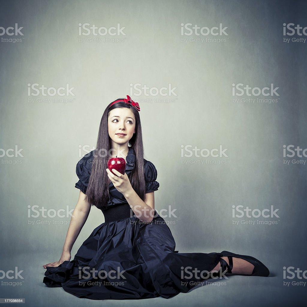 fantasy portrait d'une belle jeune fille, en costume de Blanche Neige - Photo