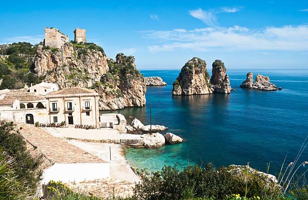 Faraglioni e Isola della Tonnara a Scopello, Sicilia - foto stock