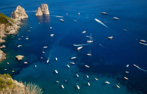 Faraglioni Felsen in der Nähe der Insel Capri, Italien – Foto