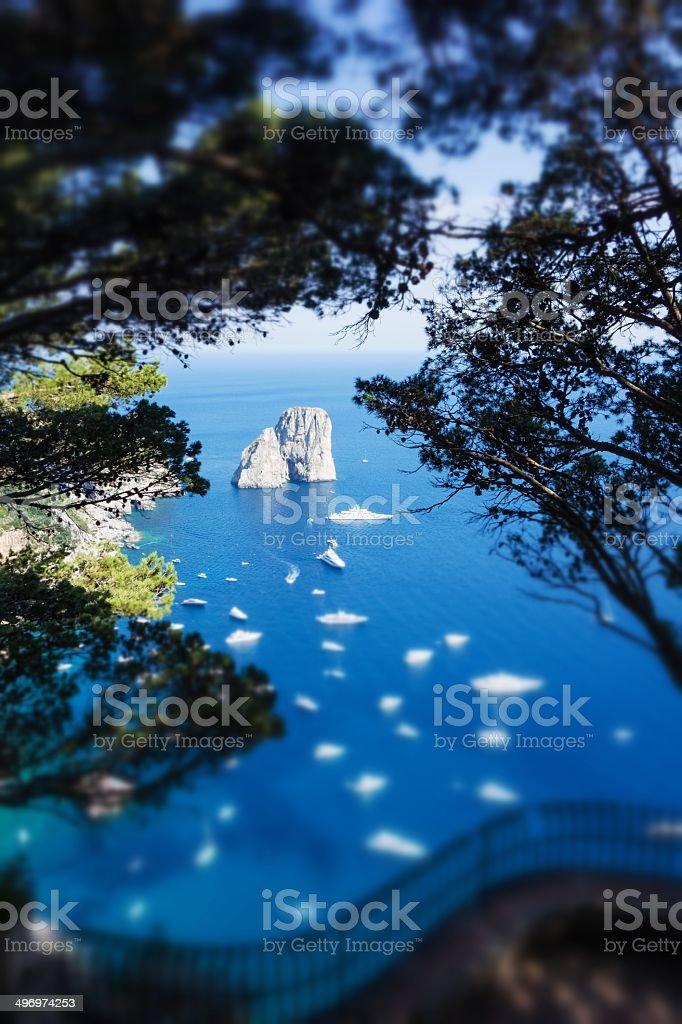 'Faraglioni'rocks, inclinazione turno, Isola di Capri. - foto stock