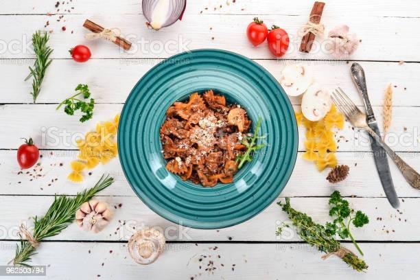 Foto de Massa Farfalle Com Cogumelos Sobre Um Fundo De Madeira Cozinha Italiana Vista Superior Copie O Espaço e mais fotos de stock de Almoço
