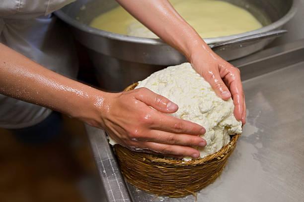 Farindola Käse in einem Korb – Foto