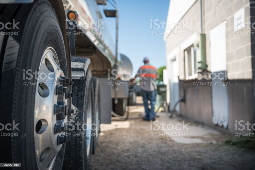 Farm and milk truck arriving - foto stock