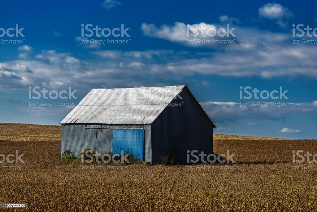 Bâtiment agricole en fin de journée - Photo