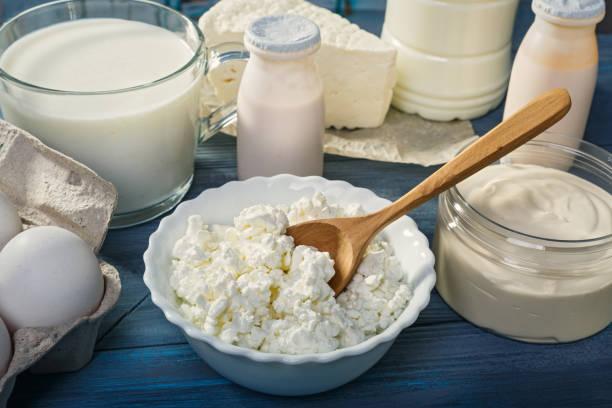 productos lácteos de granja - kéfir fotografías e imágenes de stock