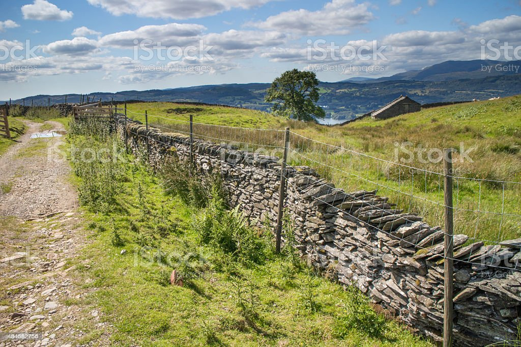 Farm track leading from Wansfell Pike down to lake Windermere stock photo