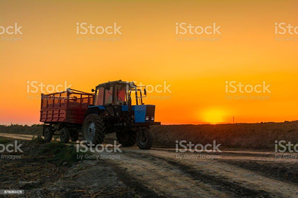 Bauernhof Traktor mit Anhänger – Foto