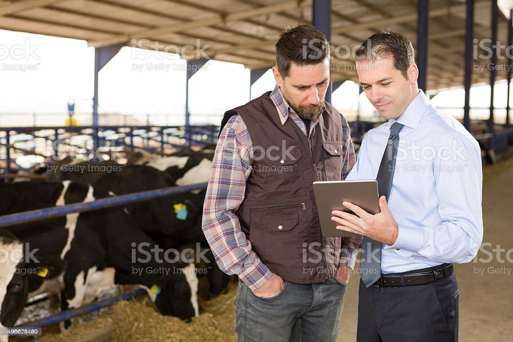 Agricultor y asesor financiero - foto de stock