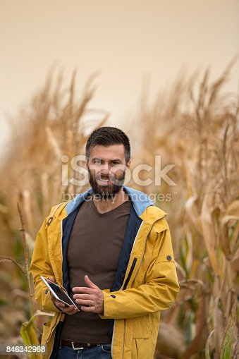 istock Farmer in corn field 846342968