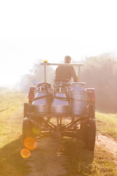 Farmer with milk foto