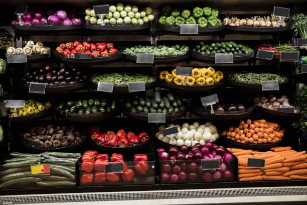 farmer's market vegetable display - icona supermercato foto e immagini stock