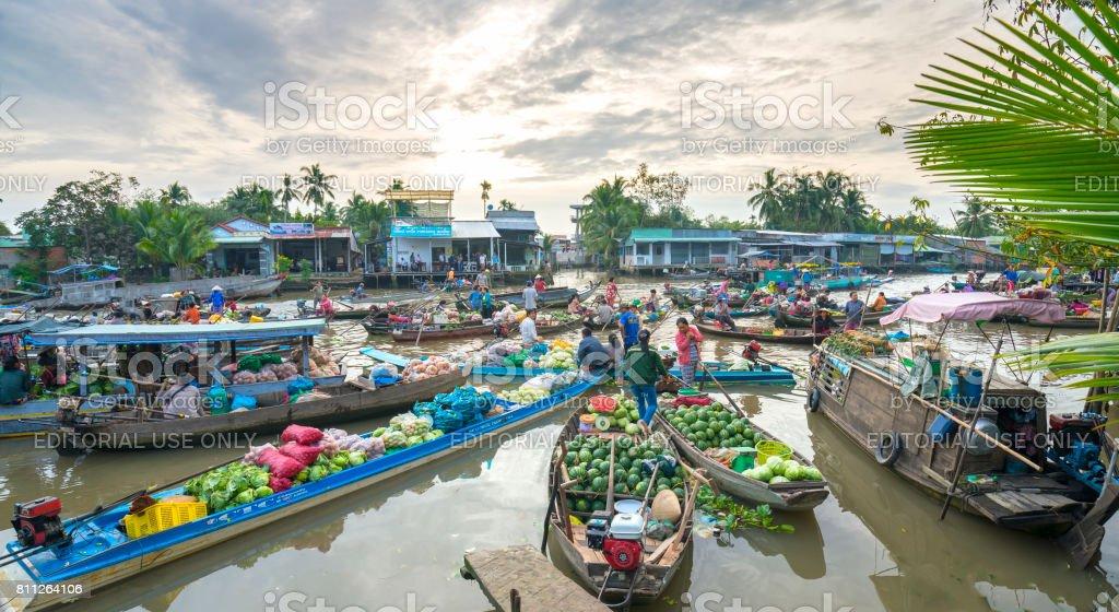 Bauern-Kauf in schwimmenden Markt morgen überfüllt – Foto