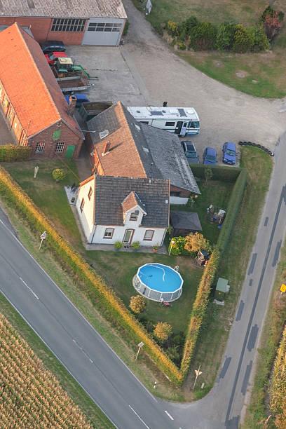 bauernhöfe in der unteren rhein region von deutschland - schwimmbad nrw stock-fotos und bilder