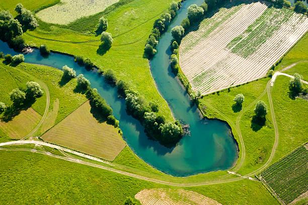 farmland patchwork, luftaufnahme - baumgruppe stock-fotos und bilder