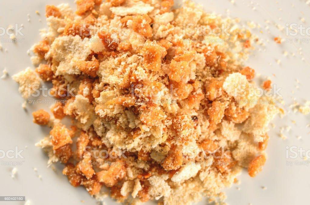 Farofa de Soja, uma comida típica feita de soja e flocos crocantes, complemento de outros alimentos na cozinha brasileira - foto de acervo