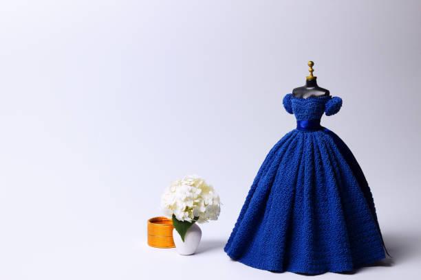 mode und schönheit - nähpuppen stock-fotos und bilder