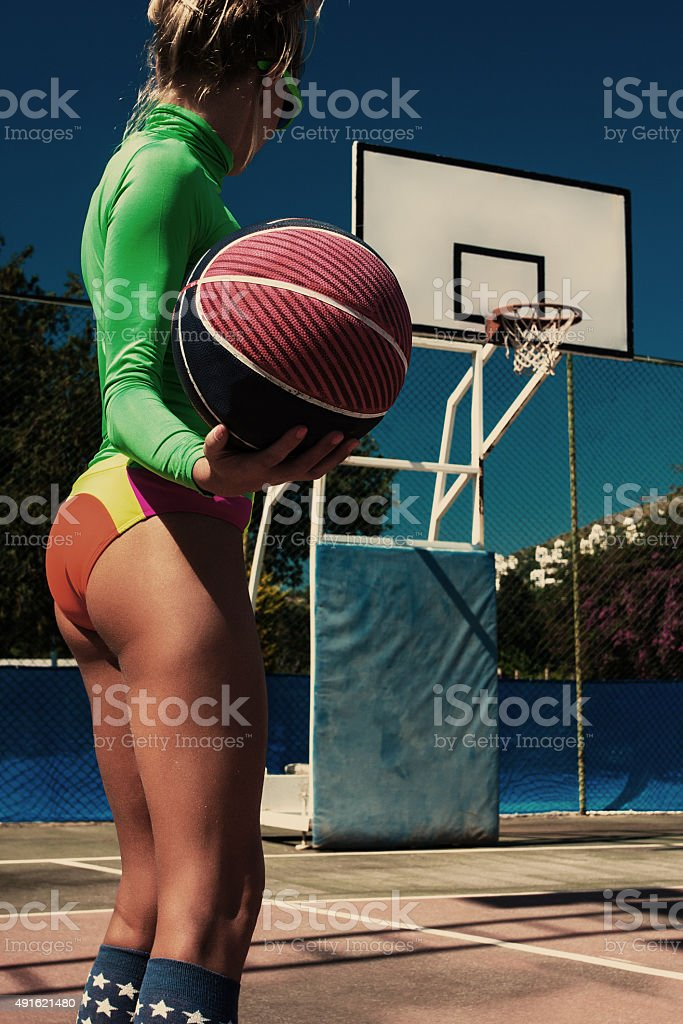 Menina moda de basquete - foto de acervo