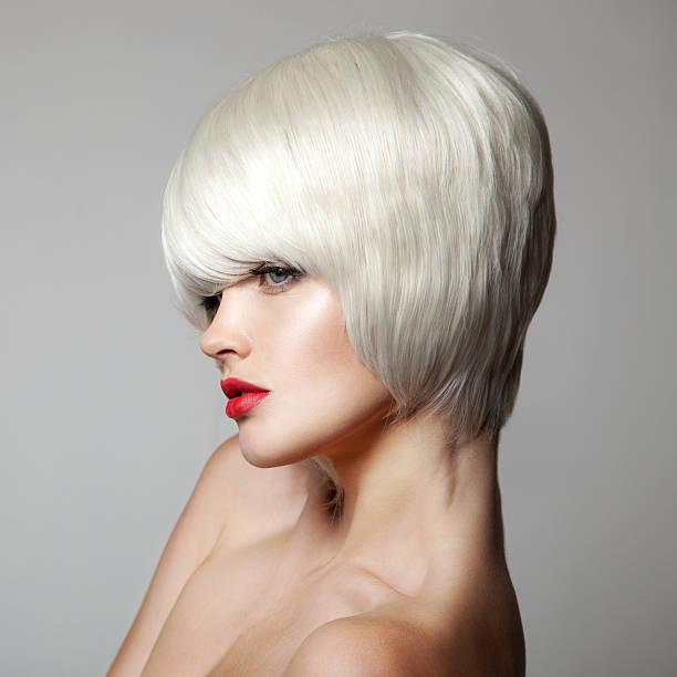fashion beauty portrait. weiße kurze haare. haarschnitt. frisur. - kurzhaarfrisuren mit pony stock-fotos und bilder