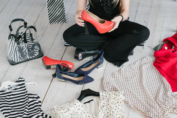 fashion blog beitrag bekleidung zubehör kollektion - dresses online shop stock-fotos und bilder