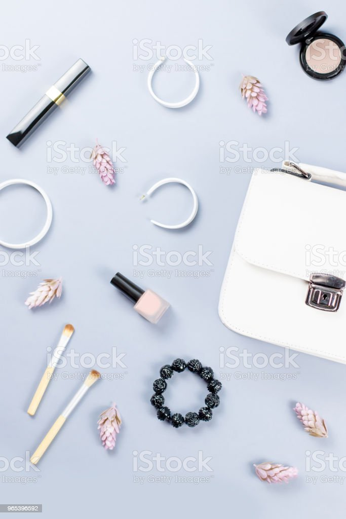 Fashion blogger workspace flat lay with cosmetics, purse, planner book and flowers. zbiór zdjęć royalty-free