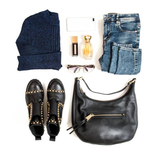 mode flach legen kleidung kosmetik tasche schuhe social-media - dresses online shop stock-fotos und bilder