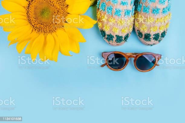 Fashion flatlay with sunflower picture id1134101538?b=1&k=6&m=1134101538&s=612x612&h= czxrfhykbampkxrdd02cclwgqj nmge5 fgaylv8aq=